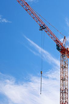 Free The Crane Elevating Against The Sky Stock Images - 15455324