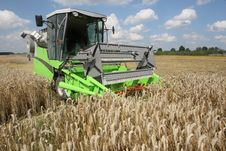 Free Machine Harvesting Stock Photography - 15455962