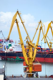 Free The Trading Seaport With Cranes, Cargoes And Ship Royalty Free Stock Images - 15456119