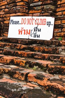Free Do Not Climb Sign Royalty Free Stock Photography - 15460517