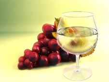 Free A Bunch Of Grape And Wineglass Stock Photos - 15462923
