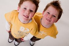 Free 2 Kids Looking Up Royalty Free Stock Photography - 15463177
