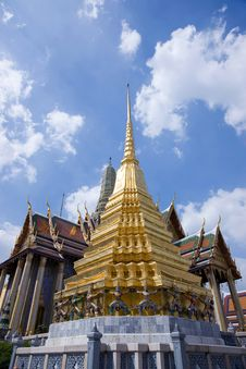 Free Gold Pagoda At Wat Phra Kaew Royalty Free Stock Photos - 15465688