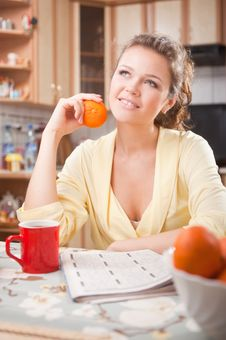 Free Pretty Woman With In The Kitchen Stock Photography - 15470232