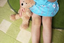 Free Girl With Plaster On Knee Holiding Teddy Bear Royalty Free Stock Images - 15474589