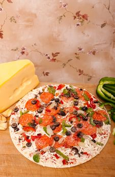 Free Raw Pizza With Vegetables And Pepperoni Royalty Free Stock Photos - 15474918