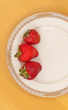 Free Homegrown Strawberries Royalty Free Stock Photography - 15475697