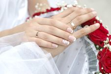 Free Bridal Groom Wedding Hands On Bouquet Stock Photo - 15475900