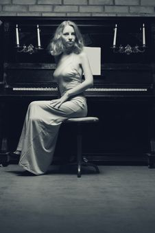Free Woman Playing The Piano Stock Images - 15485814