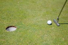 Free Golf Hole With Ball And Flag Royalty Free Stock Images - 15486519
