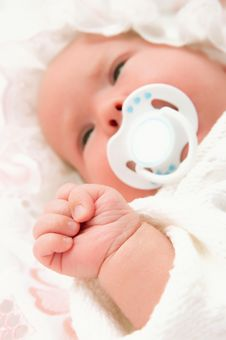 Free Hand Of The Newborn Baby Stock Photos - 15487683