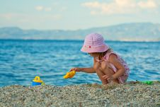 Free Little Pretty Girl Playing On The Beach. Royalty Free Stock Images - 15489299