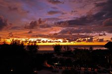 Free Sunset Over Sea Royalty Free Stock Photography - 15491857