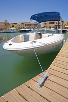 Free Luxury Speedboat Moored To A Jetty Royalty Free Stock Photography - 15492317