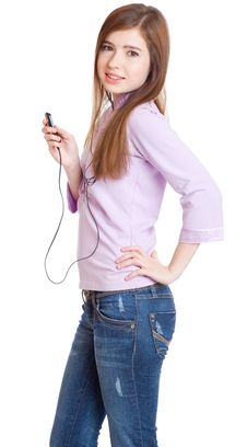 Free Young Girl Listening To Music Om Mp3 Player Stock Photography - 15496822