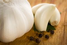 Free Vintage Still Life With Garlic, Pepper, Close-up Royalty Free Stock Images - 15497789