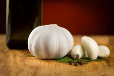Free Vintage Still Life With Garlic, Pepper Royalty Free Stock Photography - 15497817