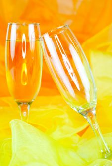 Free Two Champagne Glasses Royalty Free Stock Photography - 15499637