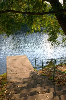 Free Ladder To Autumn Lake And A Willow Stock Photography - 1550632