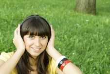 Free Young Woman Listening To Music Stock Images - 15501514