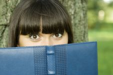 Free Female In A Park With A Notebook Stock Photography - 15501682