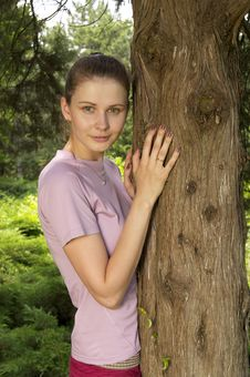 Free Young Woman In The Park Royalty Free Stock Photos - 15501918
