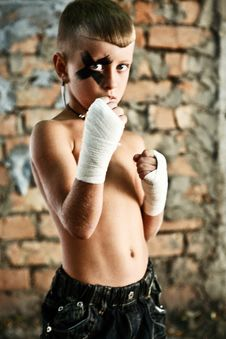 Free A Little Kick-boxing Boy Royalty Free Stock Photography - 15501957