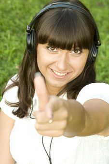 Free Young Woman Listening To Music Royalty Free Stock Photo - 15502045
