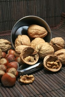 Free Basket Of Walnuts And Hazelnuts Stock Photo - 15503510