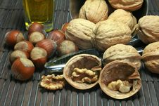 Free Basket Of Walnuts And Hazelnuts Royalty Free Stock Image - 15503526