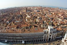 Free Overlooking The Beautiful City And Old Palaces Royalty Free Stock Images - 15511619