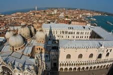 Free Overlooking The Beautiful City And Old Palaces Royalty Free Stock Photos - 15511628