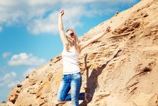 Free Young Girl The Blonde In Jeans Royalty Free Stock Photos - 15517458