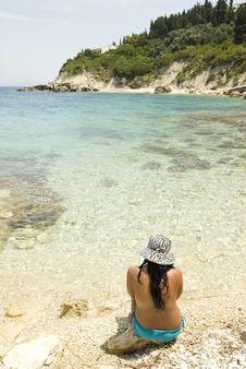 Free Asian Woman Sitting On Beach. Stock Image - 15517691