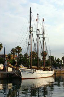 Free Sailboat At Port Royalty Free Stock Photos - 15519058