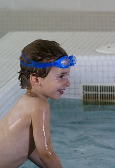 Boy With Goggles In A Pool Royalty Free Stock Photography