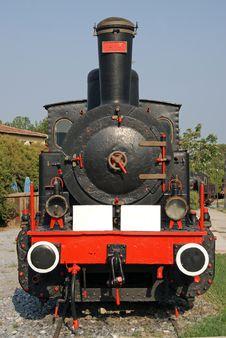 Free Front Ancient Locomotive Stock Photo - 15519490
