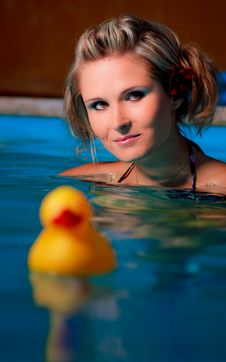 Free Girl In The Pool Royalty Free Stock Image - 15520786