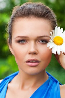 Free Beautiful Woman With Flower Stock Photography - 15524602