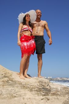 Free Attractive Couple On A Rock Beach Royalty Free Stock Photography - 15525097