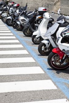 Free Parked Motorcycles Stock Photo - 15529080