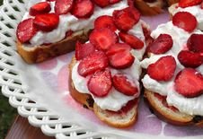Free Strawberry Cakes Royalty Free Stock Images - 15529269