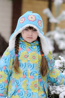 Free Winter Toddler Girl In Warm  Hat In Forest Royalty Free Stock Photo - 15536125