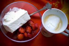 Coffee With Bowl Of Strawberries And Ice Cream Royalty Free Stock Photography