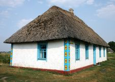 Free Ukrainian Traditional Rural House Royalty Free Stock Image - 15539416