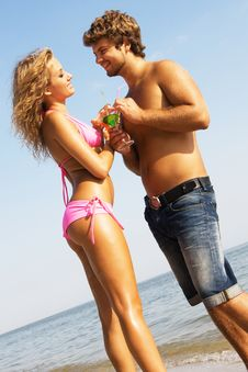 Free Young Couple With Cocktails On The Seaside Royalty Free Stock Image - 15539446