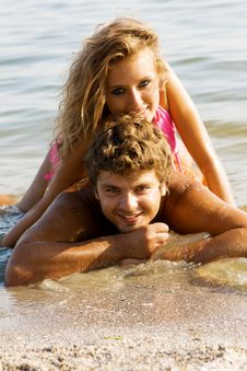 Free Beautiful Young Couple On The Seaside Stock Image - 15539471