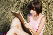 Free Lovely Girl Drawing In The Park Stock Image - 15539581