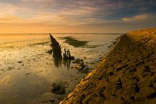 Free A Warm Yellow Dike At The Waddensea Stock Image - 15539901