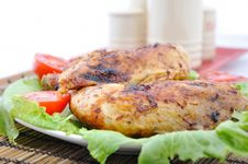 Free Roasted Chicken Drumsticks And Vegetables Stock Photos - 15549453